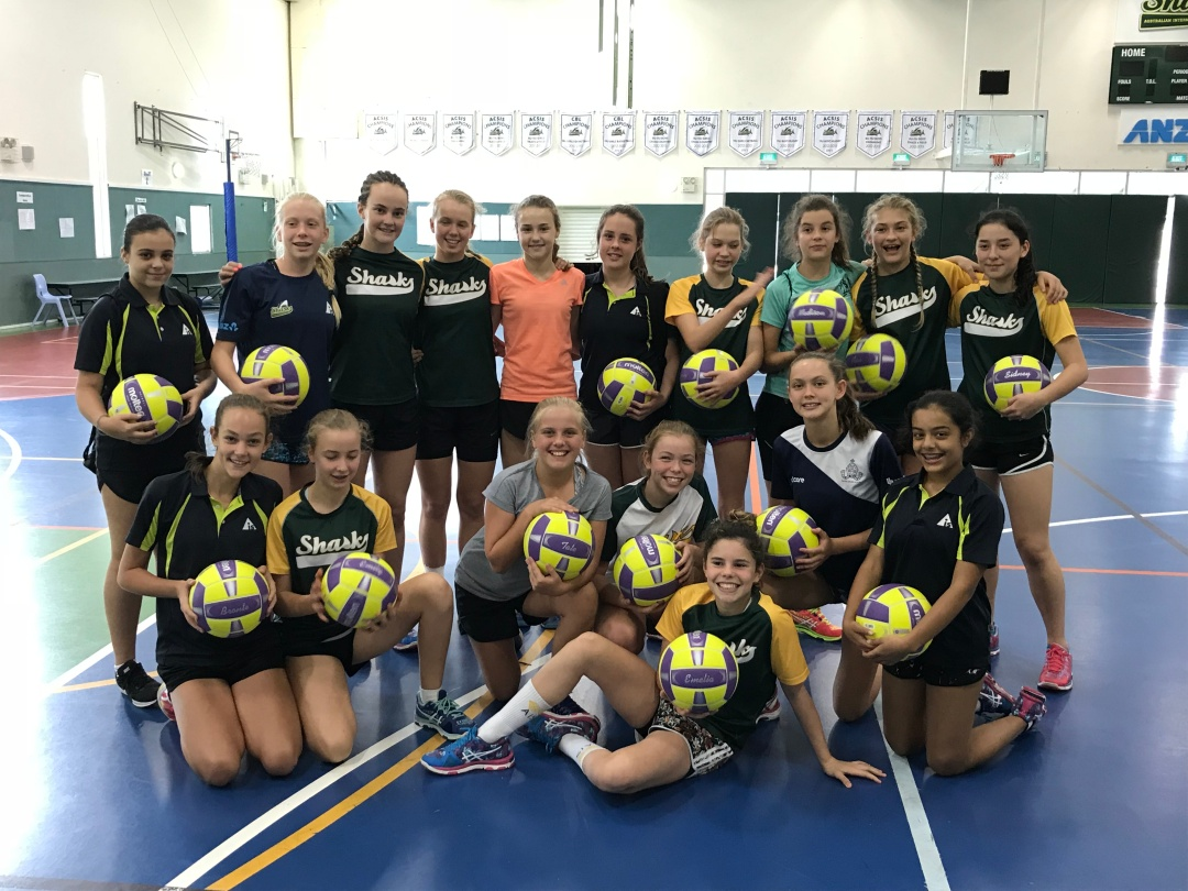 AIS Overathird Netball Camp Team photo with balls